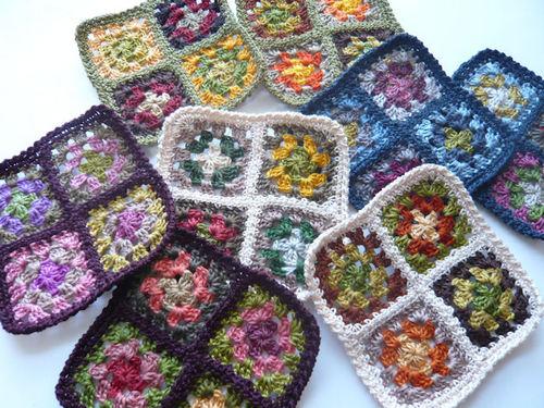 刺繍糸モチーフの小物敷き